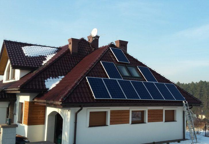 Fotowoltaika na dachu zima